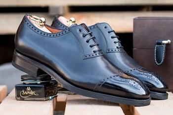buty klasyczne koloru czarnego